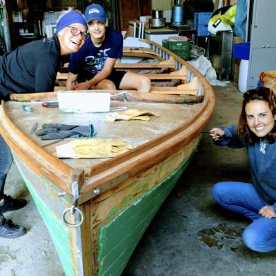 Préparation de la petite barque